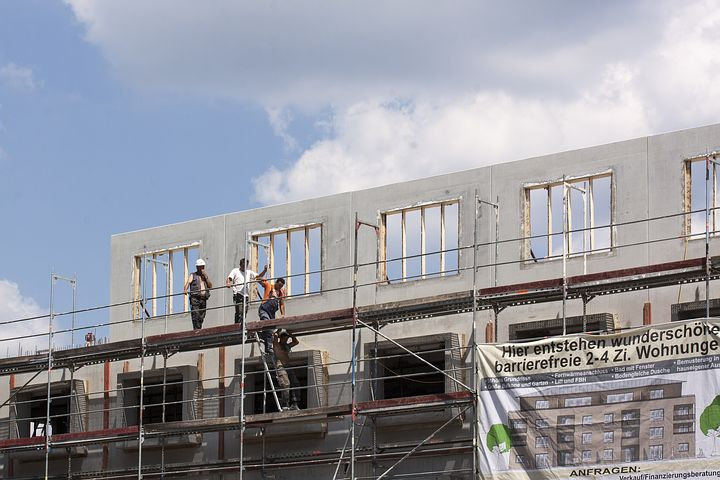 workers standing in a scaffold